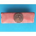 Náprsní stužka na sponu - Medaile Hrdinům práce s miniaturou