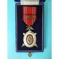 DOK IV. - III. stupeň  pro čestné členy 2. třída 1937-39 s meči (konklávní s prohloubením)